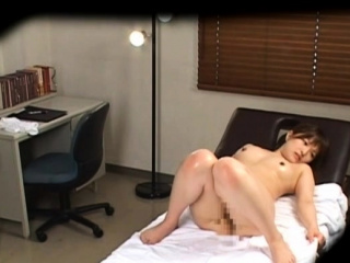 Inviting oriental cutie gets shaved putz fucked