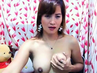Japanese Camgirl Plays Encircling Herself